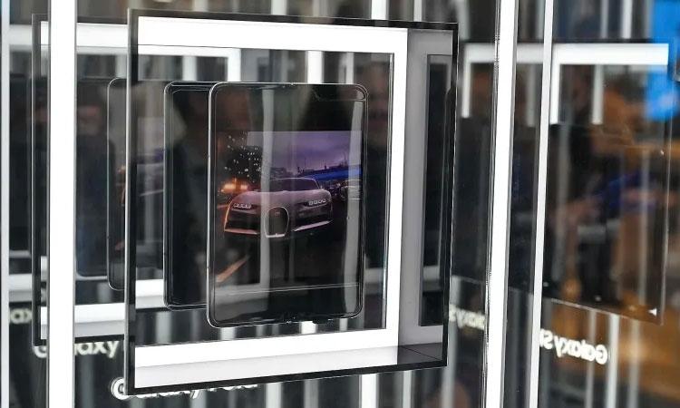 Samsung постарается, чтобы экранная складка Galaxy Fold была невидимой Samsung  - 01-3
