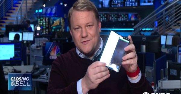 Samsung Galaxy Fold ломается спустя пару дней Samsung  - tHbxpCQA