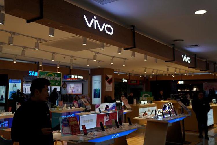 Vivo S7 5G причисляют двойную селфи-камеру с 44-Мп датчиком Другие устройства  - vs1