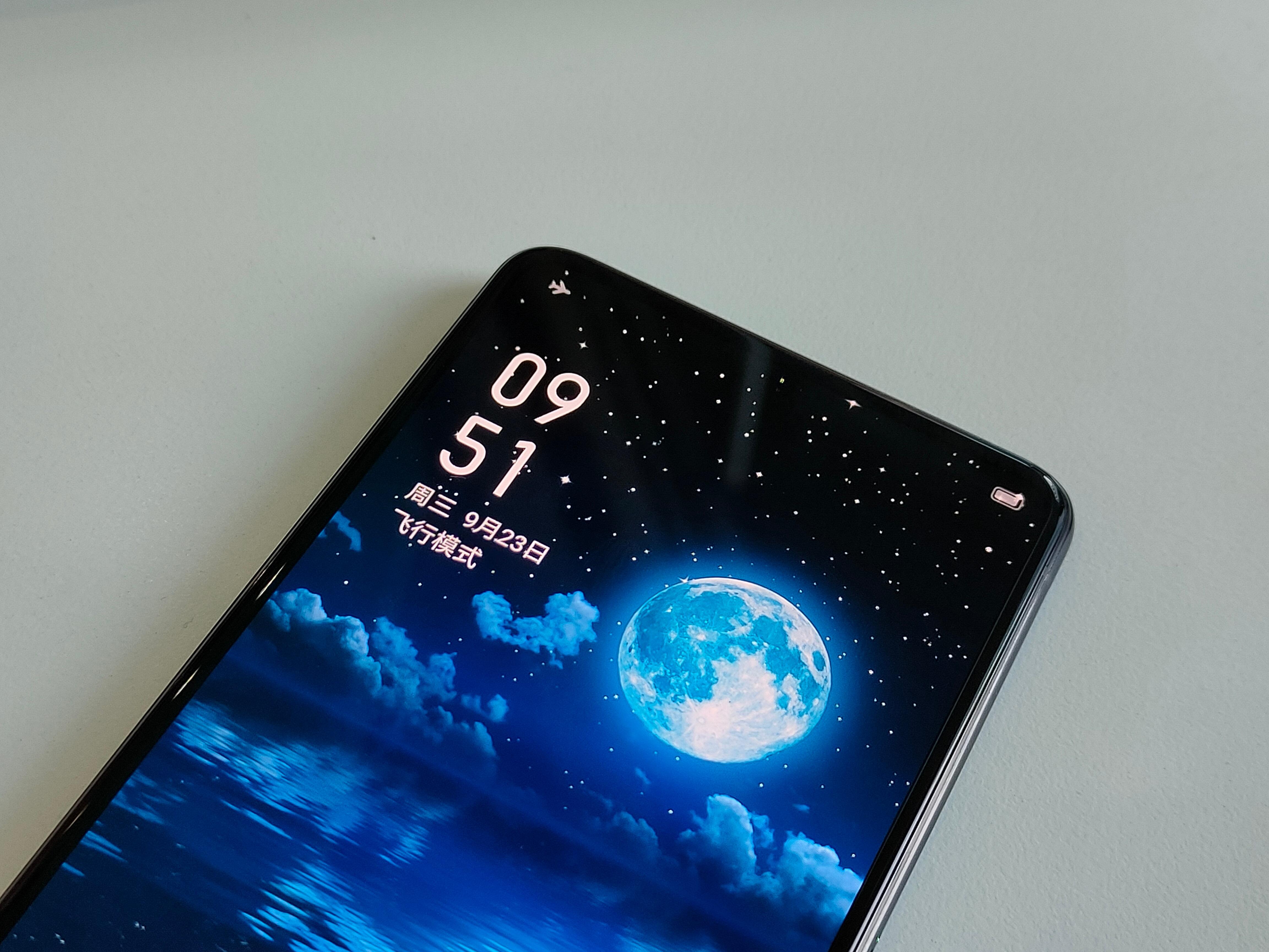 Realme создает смартфон с подэкранной камерой Другие устройства  - buduschee_radom_realme_gotovit_svoj_smartfon_s_podekrannoj_kameroj_picture2_0